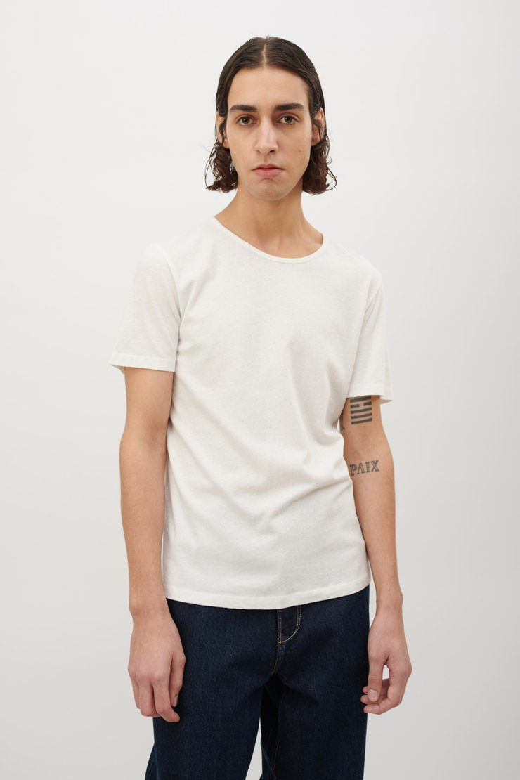 DELICATE U-NECK T-SHIRT