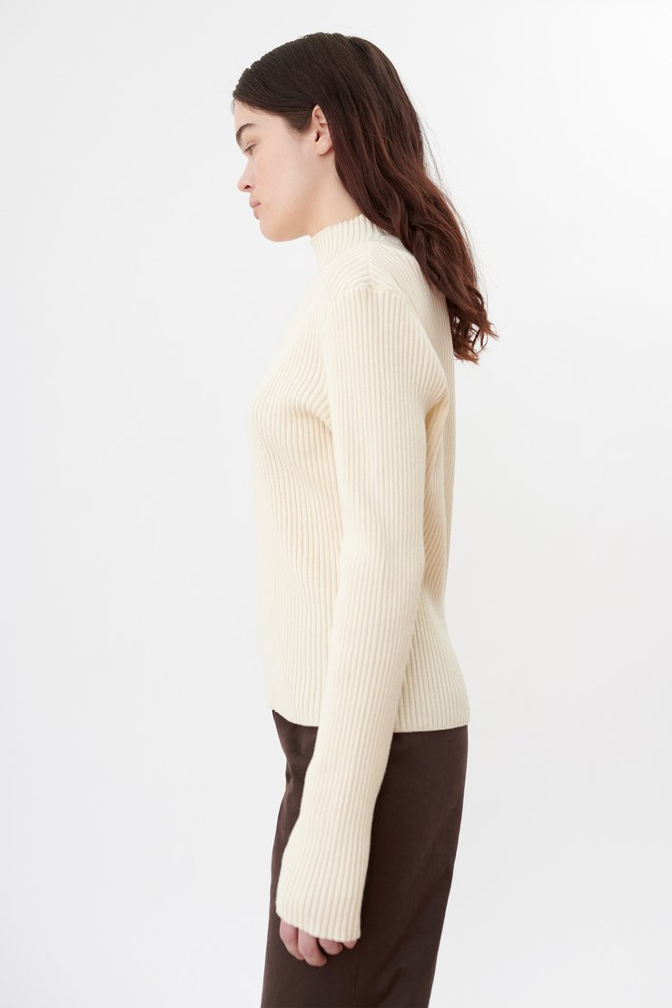 SLIM TURTLENECK