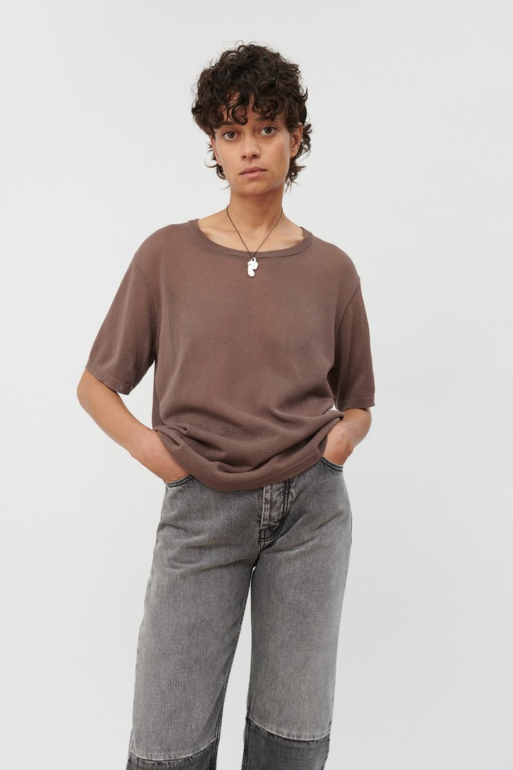SQUARE ROUND NECK KNIT