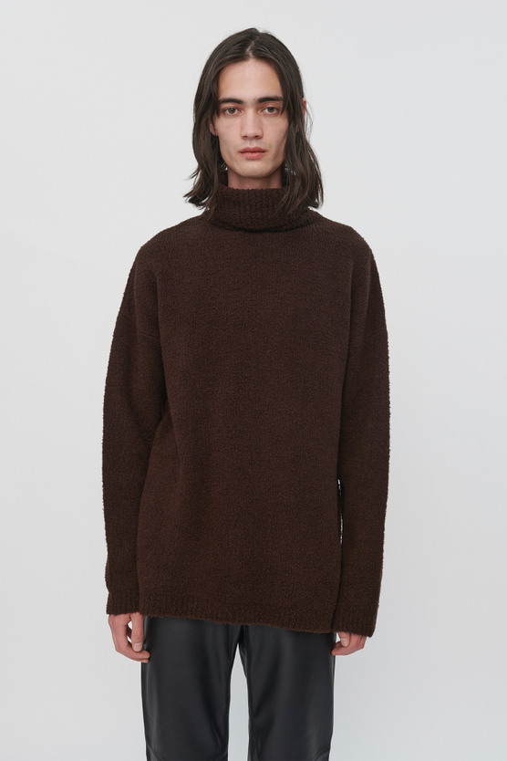 LARGE TURTLENECK